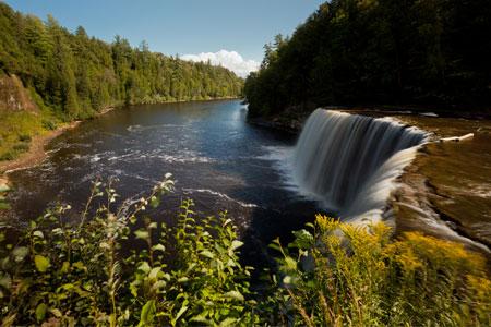 Tahquamenon falls state park for Cabins near tahquamenon falls